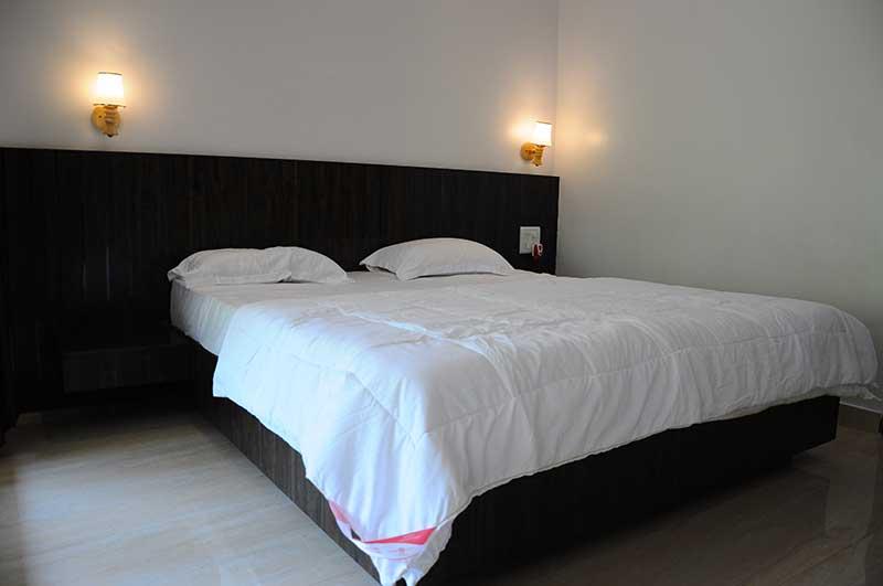 Executive-room-(Bedroom-2)f